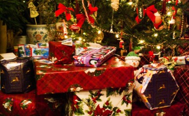 christmas-gifts-presents-580x358