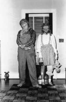 pauline-and-fowler-halloween1951